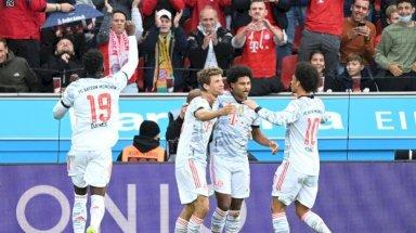 لاعبو بايرن ميونيخ يحتفلون بعد تسجيلهم هدفا في مرمى باير ليفركوزن في الدوري الالماني. 17 تشرين الاول/اكتوبر 2021