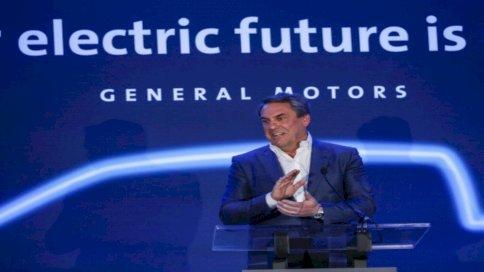 مارك رويس ، رئيس جنرال موتورز يعلن أنمصنع تجميع GMs في ديترويت-هامترامك سوف يبني مكوكًا ذاتي القيادة يعمل بالكهرباء بالكامل Cruise Origin في 27 يناير 2020 في هامترامك ، ميشيغان. أعلنت جنرال موتورز في 19 يناير 2021 أن Microsoft تنضم إلى مشروع القيادة الذاتية Cruise ، حيث ستشارك كمستثمر وشريك تكنولوجي في الوقت الذي تسعى فيه إلى تسويق تكنولوجيا القيادة الذاتية ، وستنضم Microsoft إلى GM و Honda