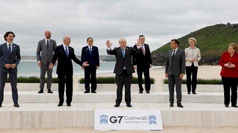 قادة مجموعة السبع يقفون لالتقاط