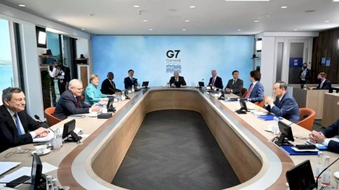 قادة مجموعة السبع وضيوفهم في جلسة عمل خلال القمة في كاربيس باي