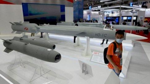 صواريخ أسرع من الصوت في معرض الصين الدولي الثالث عشر للطيران والفضاء في تشوهاى جنوب الصين في 28 سبتمبر 2021