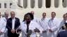 لقطة من فيديو يظهر أطباء يتجمعون أمام المحكمة الأميركية العليا