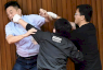 نواب في الحزب الحاكم يتعاركون في برلمان تايوان في يوليو 2020