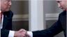 الرئيسان الأميركي دونالد ترامب والروسي فلاديمير بوتين يتضافحان خلال قمة في هلسنكي